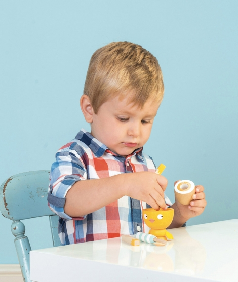Jucarie din lemn Egg Cup Chicky - Chick Le Toy Van