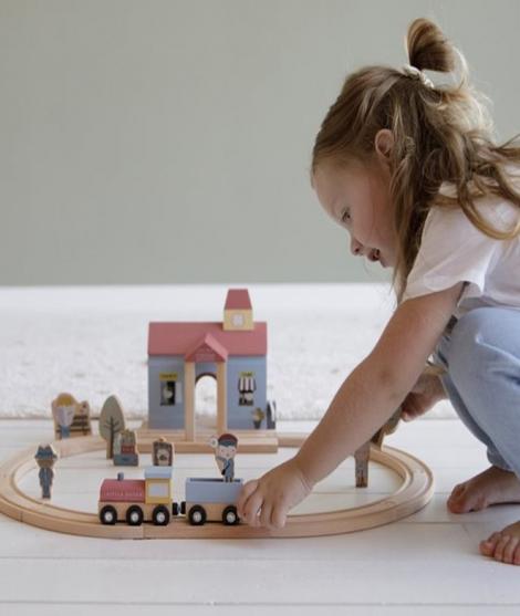Gara cu figurine, Little Dutch, din lemn, 13 piese