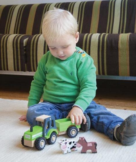 Tractor din lemn, New Classic Toys, cu trailer si animale
