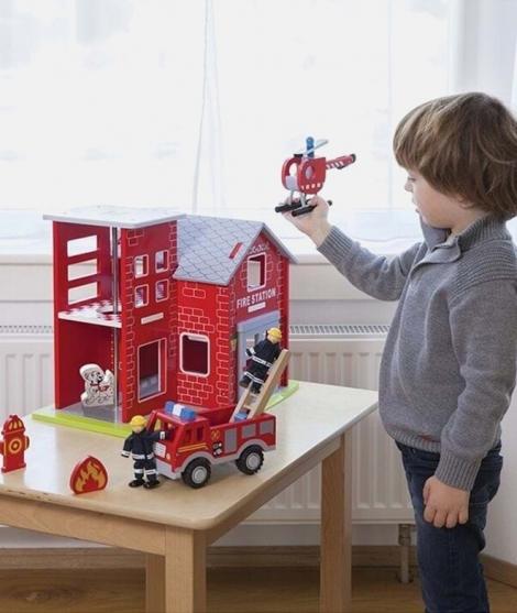 Statie de pompieri, New Classic Toys, din lemn
