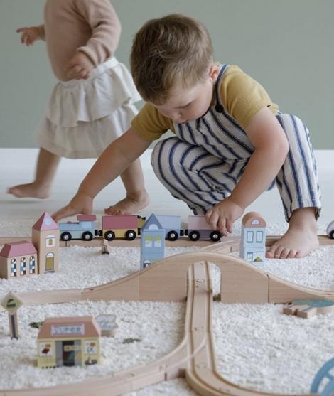 Set sine de tren, Little Dutch, din lemn, 108 piese