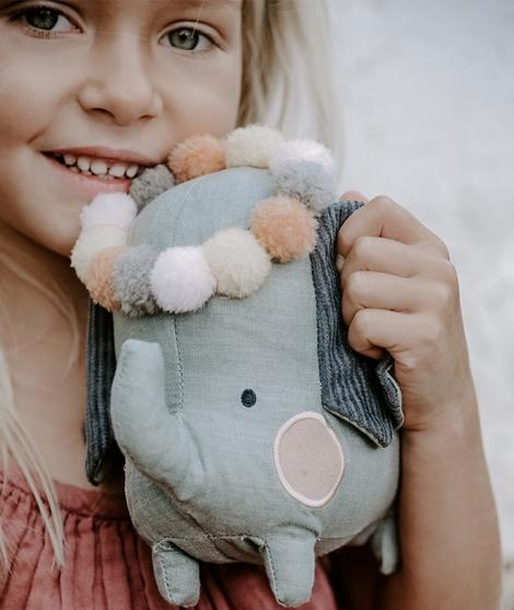 Elefant cu ghirlanda colorata, Picca Loulou, din bumbac, 18 cm